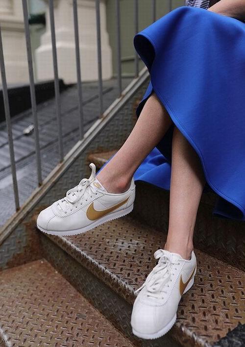 手慢无!Nike 耐克 Classic Cortez 金色logo阿甘鞋 58.5加元(7码),原价 120加元
