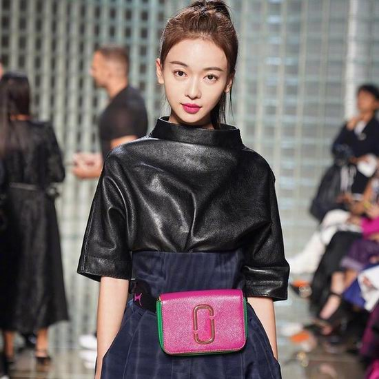 精选 Marc Jacobs 时尚美包、相机包、腰包、背包 、服饰4.6折起!