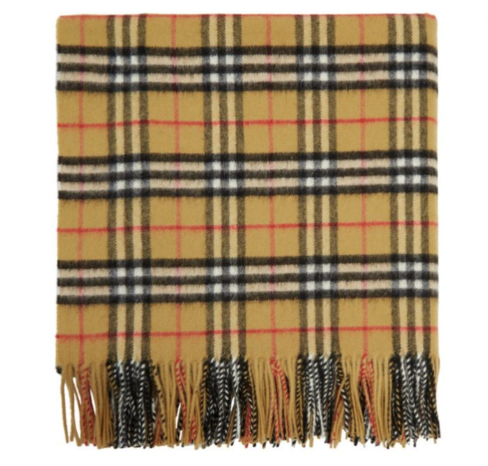 Burberry Beige 经典格纹羊绒围巾/披肩 986加元,原价 1280加元,包邮