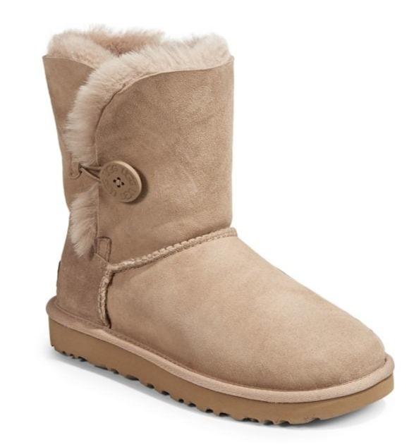 UGG Bailey Button雪地靴 118.12加元(6、11码),原价 210加元,包邮