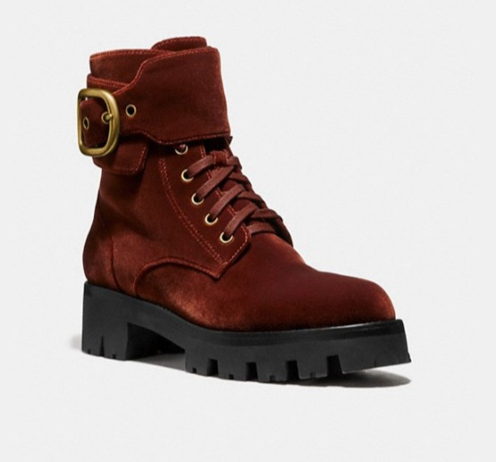 Coach Lucy 天鹅绒女款短靴 247.5加元,原价 495加元,包邮