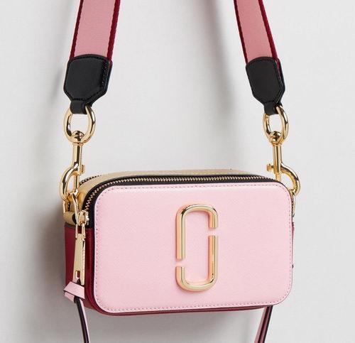 Marc Jacobs Snapshot 粉色小号相机包 295加元,原价 383加元,包邮