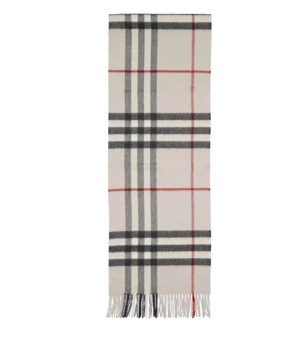 Burberry 经典Cashmere 羊绒格子围巾 420加元,官网价 550加元