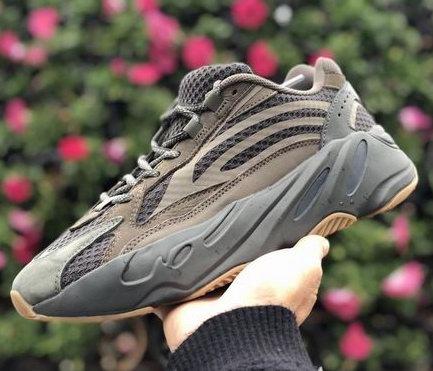 新色发售:Adidas Yeezy Boost 700 V2 Geode  复古老爹鞋 3月23日  8点30分开抢!