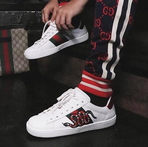 Gucci 古驰男士蛇形刺绣贴花小白鞋 650加元,原价 800加元,包邮