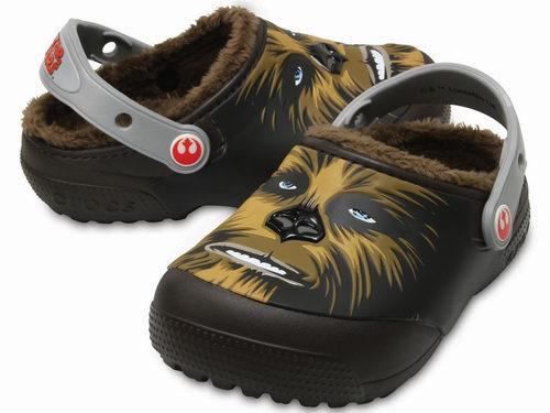 Crocs 星球大战楚巴卡图案儿童毛拖鞋 22.7加元(10码),原价 41.91加元