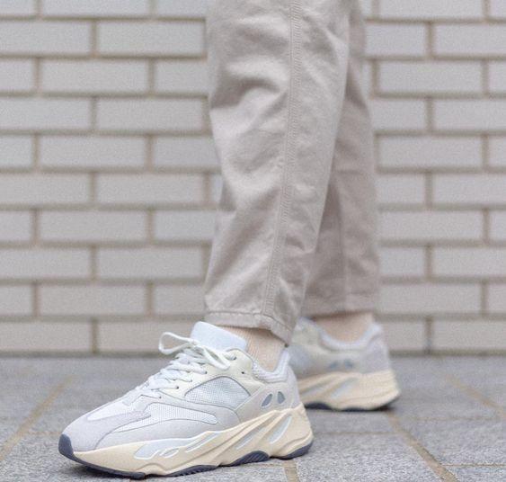 手慢无!Yeezy Boost 700 最新配色 Analog 潮鞋 400加元+包邮!