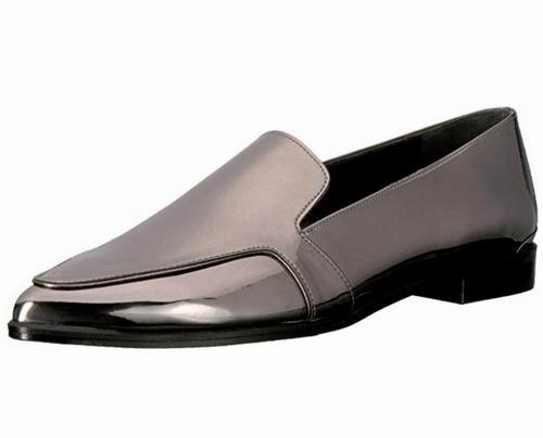 白菜价!Stuart Weitzman Pipelopez 女士尖头平底鞋 79.76加元(8.5码),原价 379.68加元,包邮