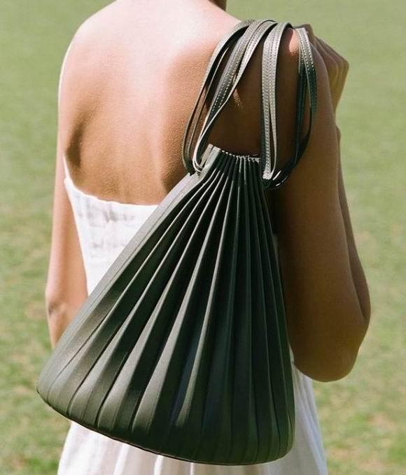 创下6分钟售罄记录!时尚妞人手一款 Mansur Gavriel 水桶包、美包 8.5折优惠!