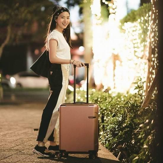 今日闪购:精选多款 Samsonite 新秀丽 时尚拉杆行李箱2.5折起!内附单品推荐!