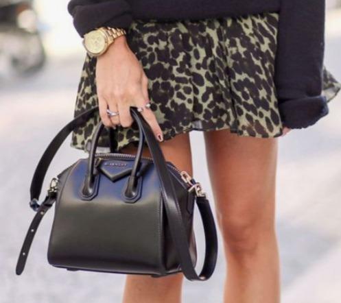 Givenchy Antigona黑色迷你手提包 1994加元,原价 2890加元,包邮