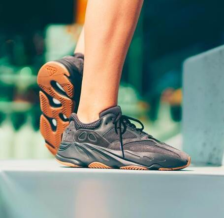 Yeezy Boost700 Utility Black纯黑配色 400加元热卖!