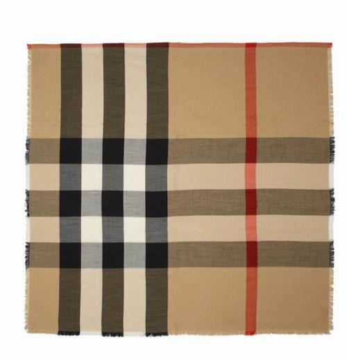 Burberry Mega经典格子羊绒围巾 695加元,原价 1220加元,包邮