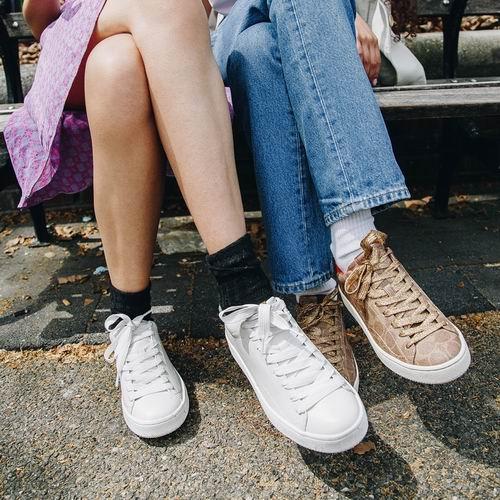 大量新款加入!Coach折扣区精选美鞋、美衣、围巾、饰品 5折优惠!
