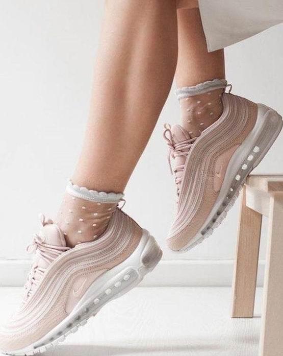 精选Nike成人儿童运动鞋、运动服 4.9折起优惠!