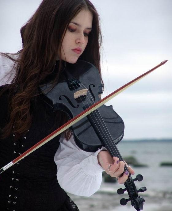 Sky 4/4 全尺寸实木黑色小提琴带琴盒 103.73加元,原价 141.66加元,包邮