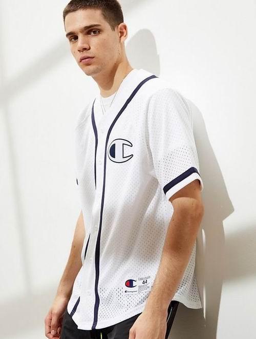UO精选男士潮款服饰、运动鞋 、牛仔裤 14.99加元起+额外6折,折后低至9加元!