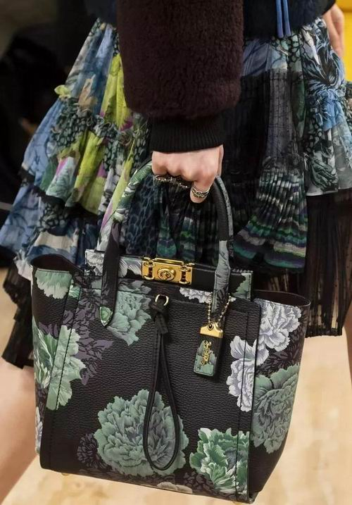 Coach 2019新款铰口锁手袋 9折 513加元起,一上身比谁都自信优雅!仅限今日!