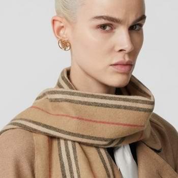 Burberry 巴宝莉 年度大促升级!精选风衣、羽绒服、围巾、美包等4折起!内附大量单品推荐!