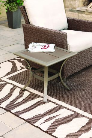 hometrends Rushreed Faux Wood Top Patio Side Table仿木台面边桌
