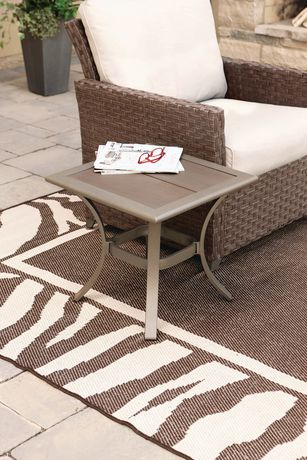 hometrends Rushreed Faux Wood Top Patio Side Table 仿木小边桌