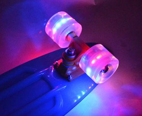 Retro Cruiser Penny Style 22寸多彩滑板24.99元特卖,多色可选,部分款滚轮带炫酷彩灯!