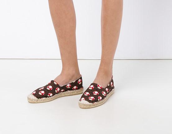 童年回忆,超可爱Moschino 蘑菇帆布鞋 178.12元,原价 356.25元,包邮无关税!