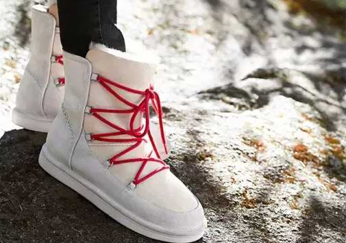 UGG Lodge 防水羊皮系带雪地靴 151.3加元(8码,9码),原价 278.98,包邮