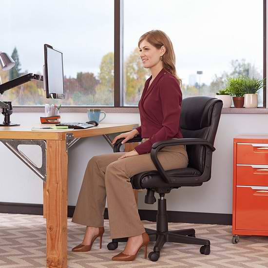 销量冠军!AmazonBasics 中靠背旋转办公椅6折 98.72加元包邮!