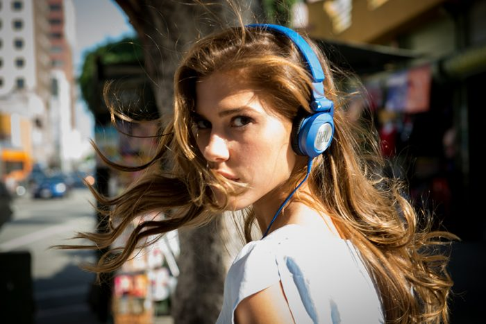 JBL Synchros E40BT 蓝色无线蓝牙头戴式耳机 99加元,原价 139.95加元,包邮