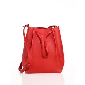 Maison Margiela 红色水桶包 735加元,原价 1845加元,包邮无关税!