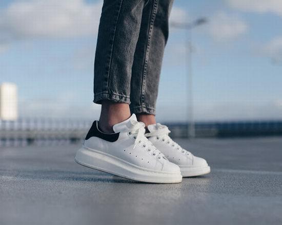名人时尚博主最爱Alexander McQueen小白鞋 、潮鞋 3.8折起特卖,小白鞋低至 343加元!