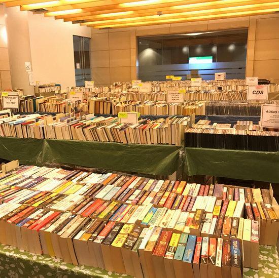 多伦多图书馆 圣诞清仓,全场旧书、CD、DVD等仅售0.5-1元!