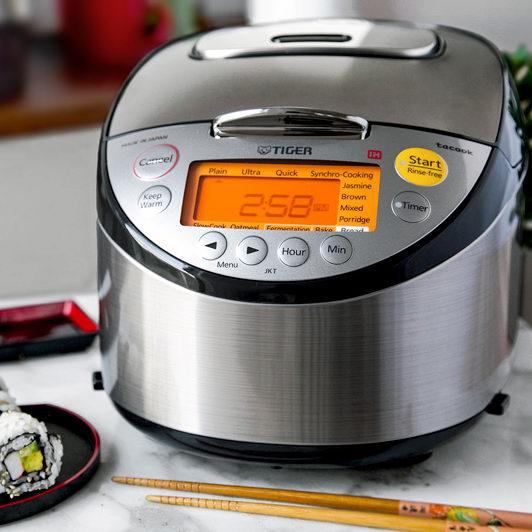 历史新低!Tiger 日本虎牌 JKT-S10U-K IH 5.5杯量 四合一 微电脑智能 感应加热 顶级电饭煲6.2折 370.98加元包邮!