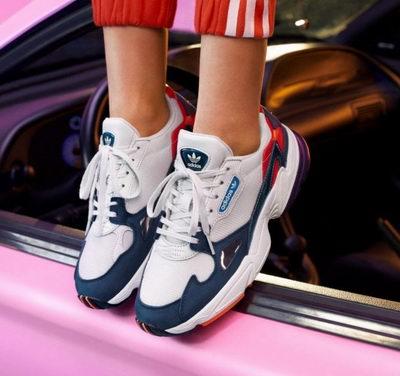 细腿神器,必备单品!adidas Originals Falcon复古老爹鞋 50加元(2色可选),原价 140加元,包邮