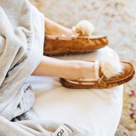 Angelababy同款!UGG Dakota Pom-Pom毛毛球乐福鞋 112.5加元(8码),原价 150加元