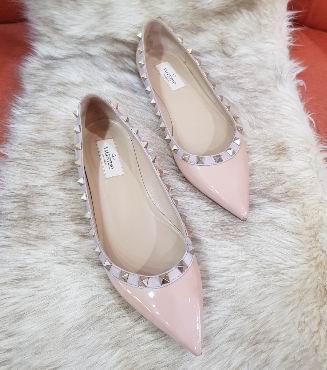 精选3款 Valentino 铆钉芭蕾舞平底鞋 660加元,官网同款价 860加元,包邮