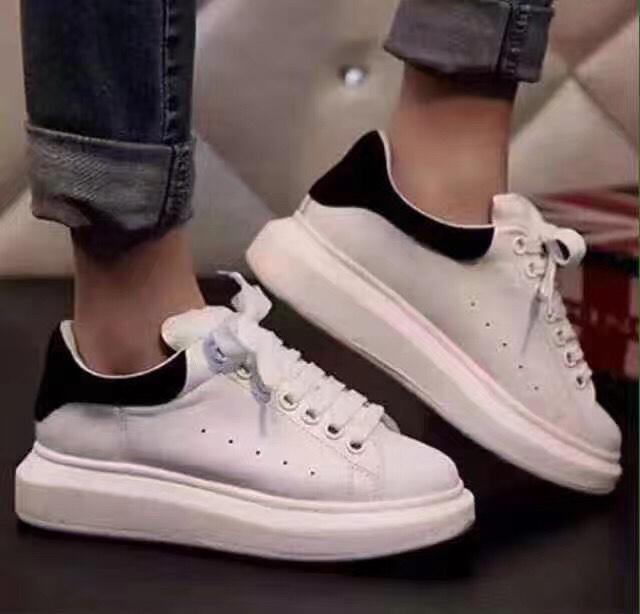 Alexander McQueen经典女款黑尾小白鞋550加元,原价650加元,包邮_ ...