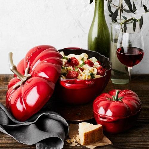 Staub 番茄Cocotte 3夸脱铸铁锅 157.49加元,原价 349加元,包邮