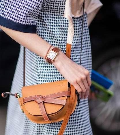 Loewe 件件爆款美包  8.5折优惠!入時尚人疯背的马鞍包 实用又好搭