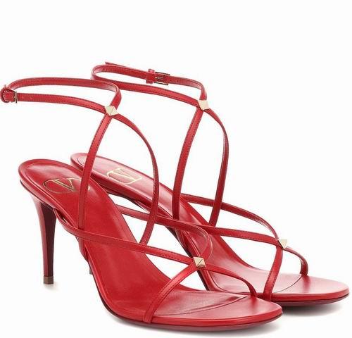 博主人手一双的极简风凉鞋!Valentino Garavani Strap极简凉鞋 670加元,原价 930加元,包邮