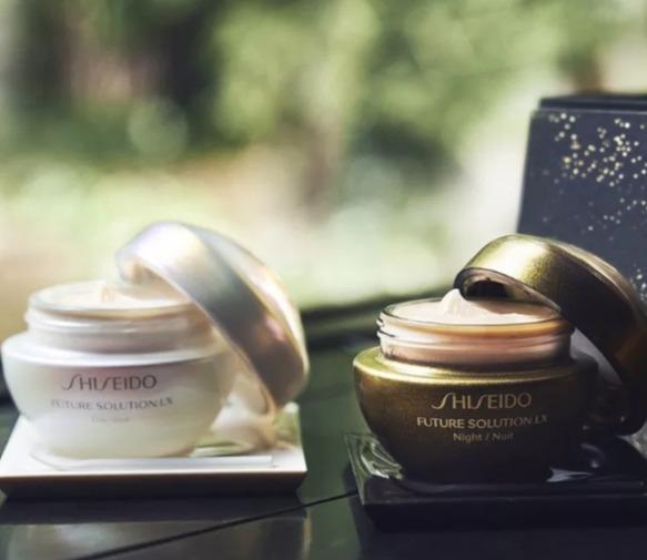Shiseido 资生堂全新限量版Future Solution LX 10周年珍藏礼盒 652.5加元(原价 725加元)+满125加元送淡斑遮瑕精华!