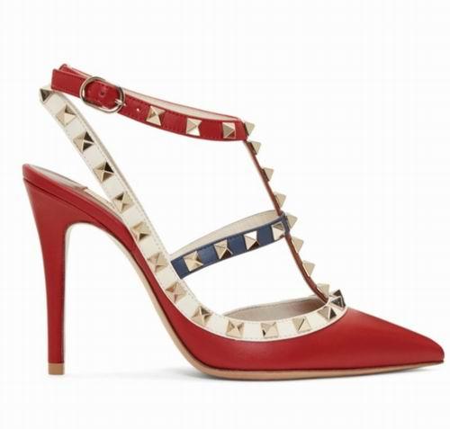 Valentino Garavani Rockstu经典红色铆钉高跟鞋 793加元,原价 1220加元,包邮