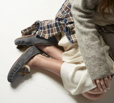 UGG Dakota Moccasin 女士毛绒乐福鞋 87.5加元(多色可选),原价 124加元,包邮
