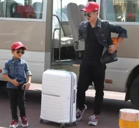 田亮同款!Samsonite Freeform 系列 拉杆行李箱 3折起,封面款24英寸拉杆行李箱160.14加元