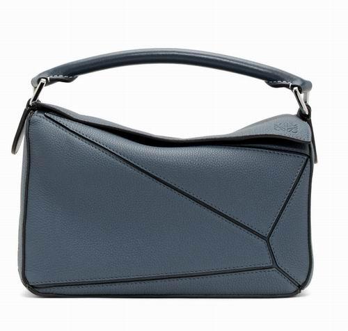 Loewe 蓝色小号几何包 2095加元,官网价 3390加元,包邮
