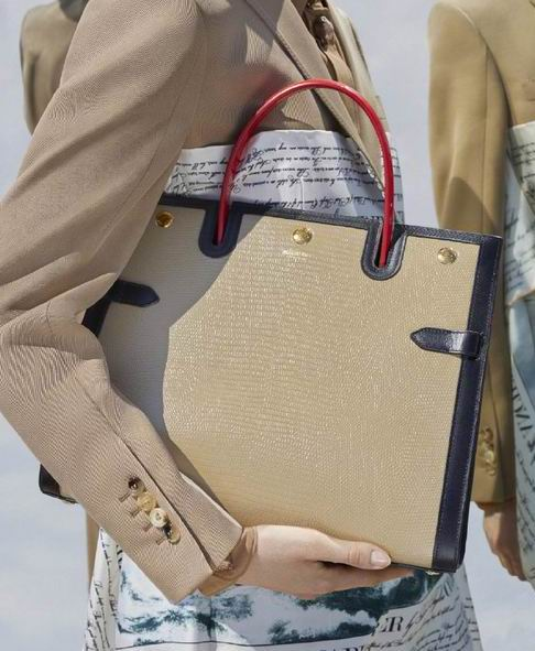 精选 Burberry经典风衣、围巾、美包、皮带 6.5折起+额外7.8折+部分无关税,383加元入羊绒围巾!