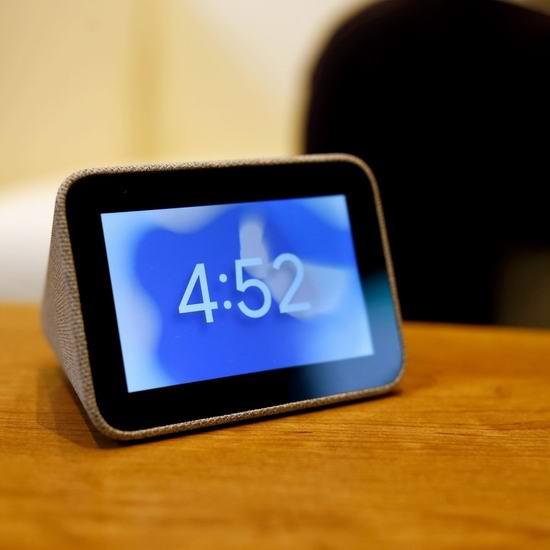 手慢无!Lenovo 联想 Smart Clock 智能闹钟2件套3.8折 92.14加元包邮!支持谷歌语音助理!