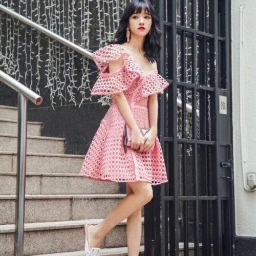 超多明星都在穿Self-Portrait 蕾丝小仙女裙 7.5折+无关税无消费税!