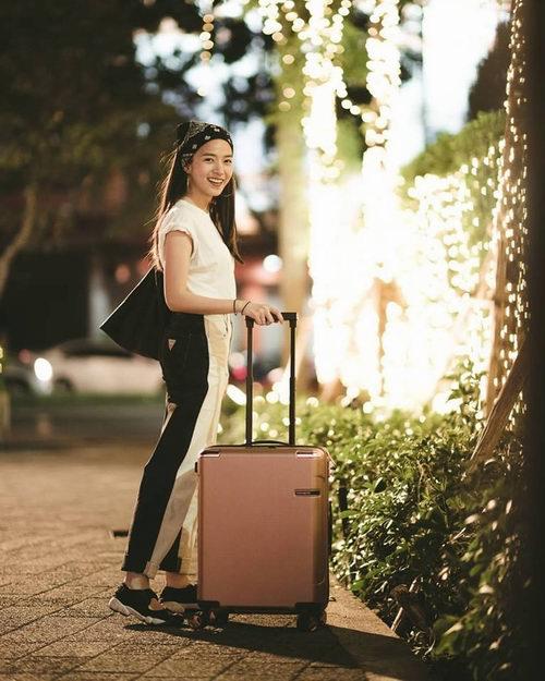 Samsonite 新秀丽 Evoa系列 随身行李箱  299.95加元(3色可选),原价 750加元,包邮